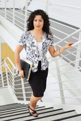 Charismatische Menschen erklimmen Karriereleiter schneller Charisma lernbar Magda Bleckmann Wirkung Stimme Körpersprache Gestik Ausstrahlung Tipps Tricks Schwerpunkte